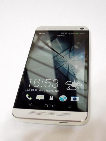 [開箱] New HTC One 紫光、不能通話、偏黃都可以遇到…