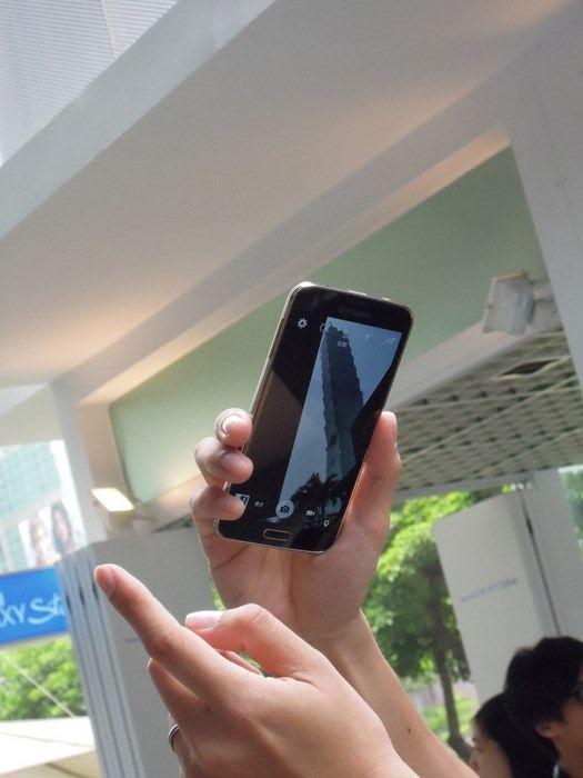 來自 Samsung GALAXY S5 的 4G LTE 高速下載傳輸新體驗